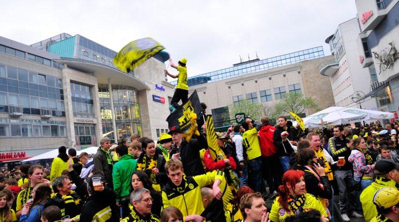BVB- Fans auf dem Marktplatz