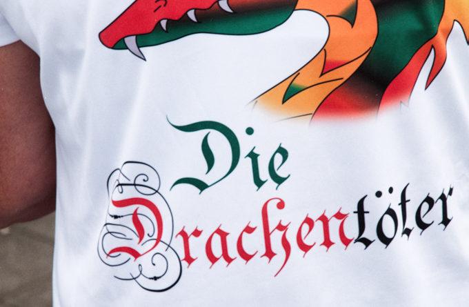 """Ein T-Schört mit dem Aufdruck """" Drachentöter"""""""